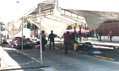 Entre basura y pirotecnia, campesinos dejan San Lázaro