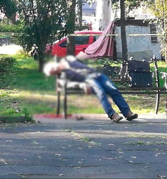 El hombre quedó tendido en una banca de la Alameda Sur. Foto: Especial