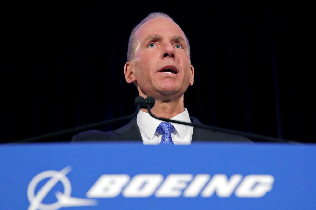 En medio de crisis, Boeing cesa al CEO Dennis Muilenburg