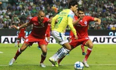 León quiso quedarse con Macías. Foto: Twitter