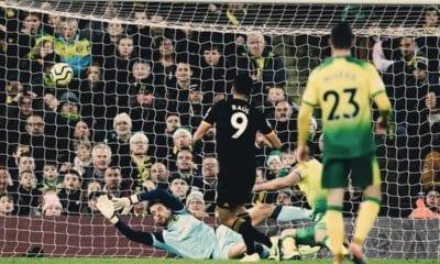 Raúl Jiménez consiguió gol ante Norwich. Foto: Wolves