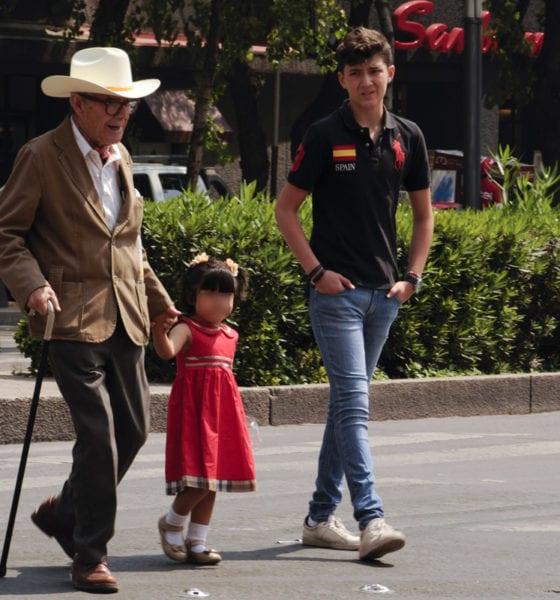 Abuelos que cuidan a sus nietos viven más