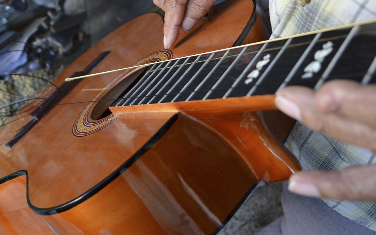 En Cancún, decomisan guitarra fabricada con cocaína