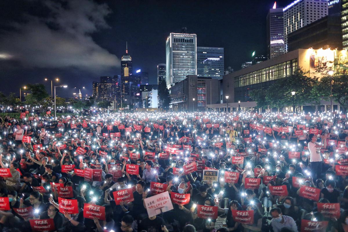 Hong Kong celebra Navidad con enfrentamientos