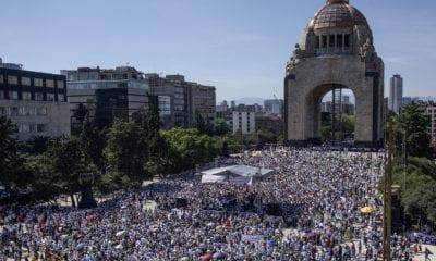 """""""México sí, AMLO no"""", gritan miles en el Monumento a la Revolución"""