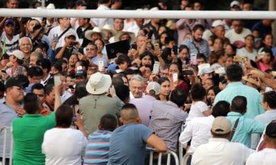 Increpan a López Obrador por Zapata 'feminizado'