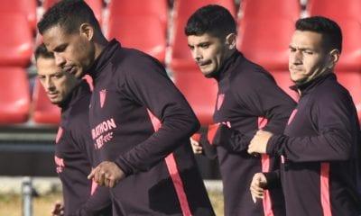 Chicharito trabaja con normalidad con Sevilla. Foto: Twitter