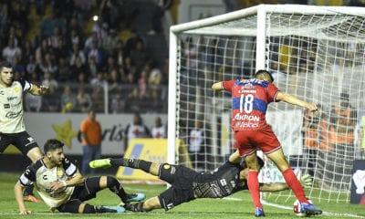 Aceptan fracaso en Chivas. Foto: Twitter