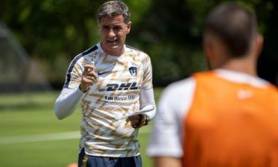 Molesta a Míchel González actuación de Pumas. Foto: Twitter