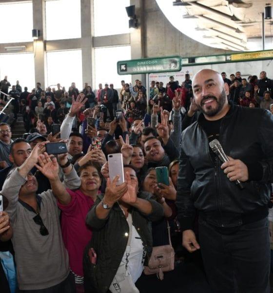 Lupillo Rivera canta en el metro