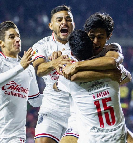 Sufrida victoria de Chivas