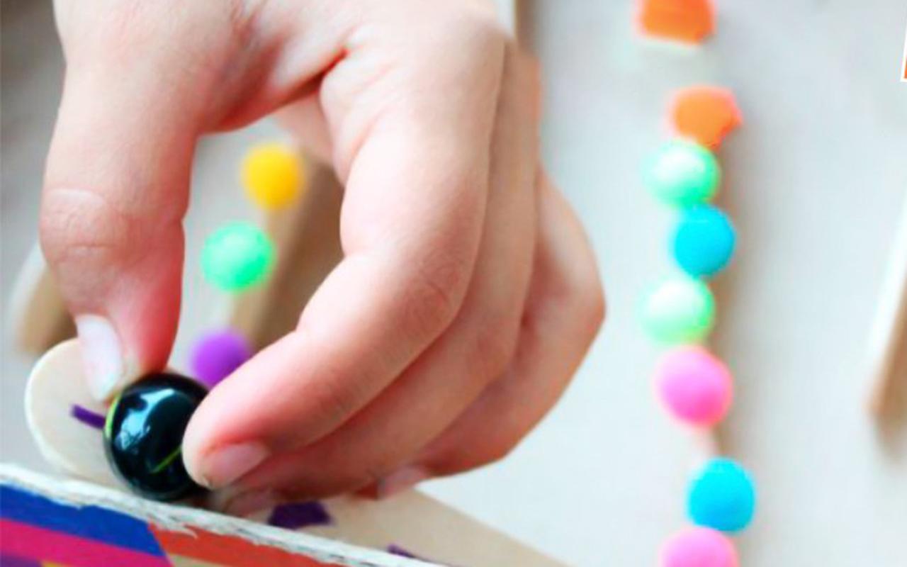 Niños con discapacidad juegan y estimulan habilidades