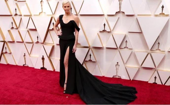 Y un vestido negro de Dior
