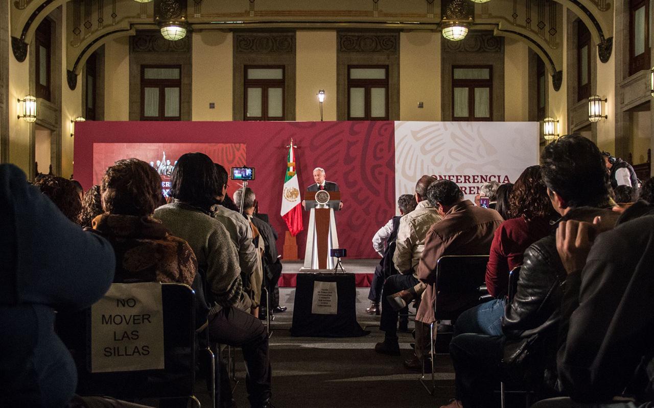 Los medios me critican, pero existen las redes sociales: Obrador