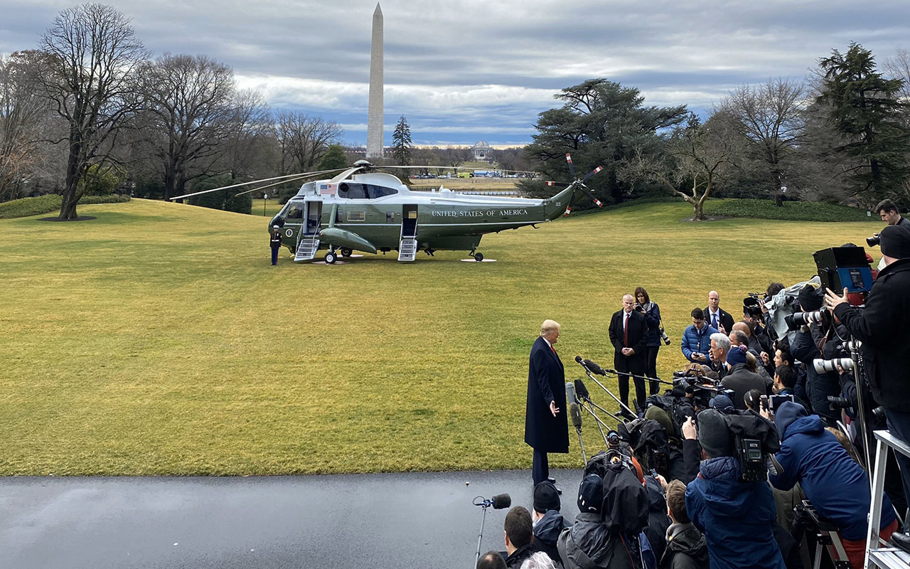 Trump indulta a políticos acusados de corrupción