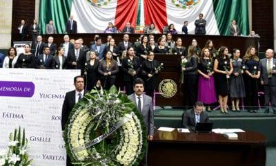 López Obrador exhibe a diputados panistas