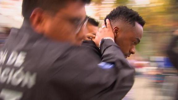 Esposado, Renato Ibarra fue trasladado al reclusorio. Foto: ESPN