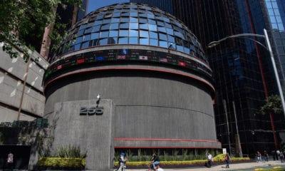 Pega a México, lunes negro en mercados bursátiles