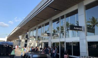 El Salvador prohíbe ingreso a avión desde México por Covid-19