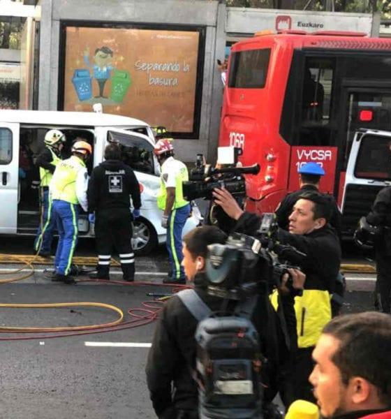 Ambulanta se estampa contra el Metrobús (Israel Lorenzana/Siete24)