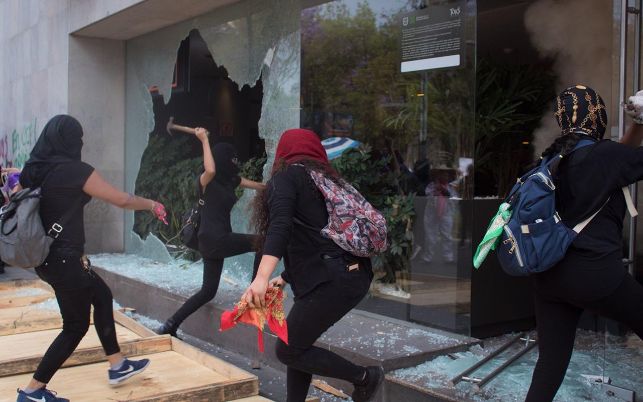 Grupos feministas radicales no deben secuestrar el Día de la Mujer
