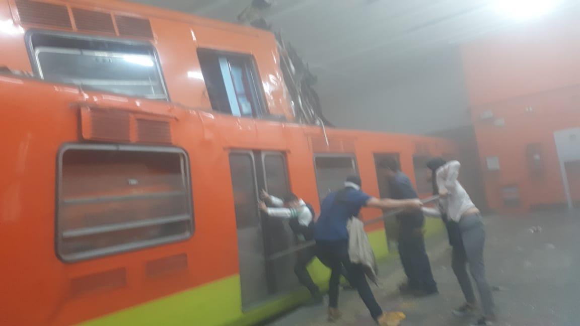 Chocan trenes en Metro Tacubaya