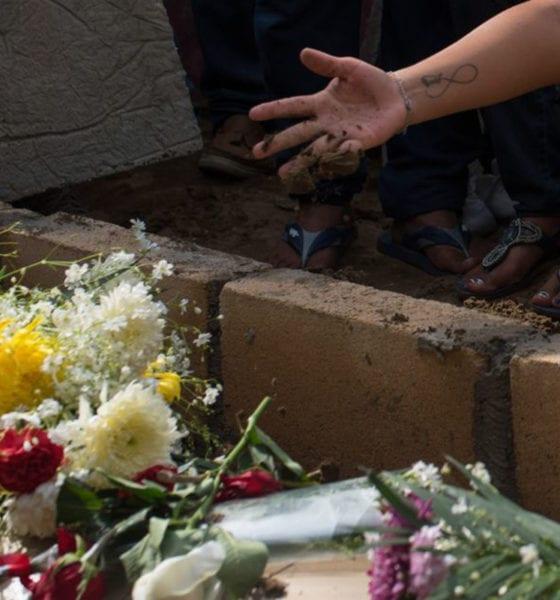 Familias entierran a desconocidos por error de SEMEFO
