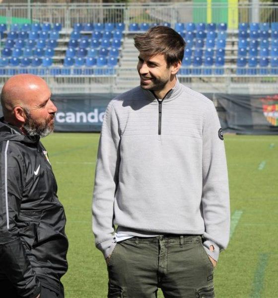 Gerard Piqué, con un pie fuera del Barcelona