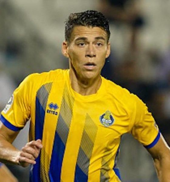 Renuncia Héctor Moreno a parte de su salario