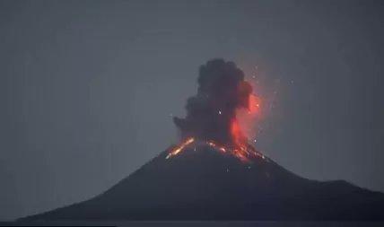 La impresionante erupción del volcán Krakatoa