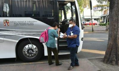 Personal médico aborda camiones exclusivos para evitar agresiones