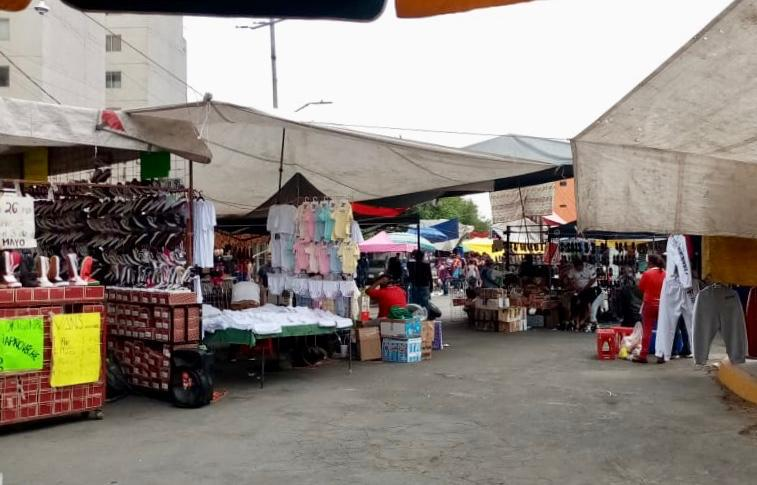 Se suspenden 90% de actividades en el tianguis dominical de La Raza