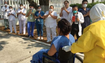 Pacientes tocan la 'Campana de la Vida' tras vencer al Covid-19