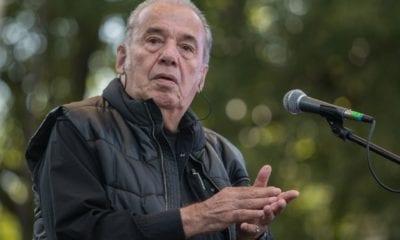 El cantautor Óscar Chávez fue internado con síntomas de Covid-19 y se encuentra en observación