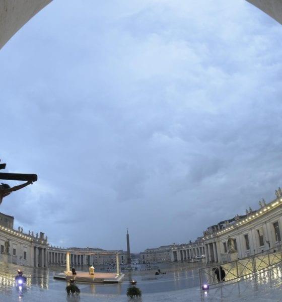 Inició trabajo de sanitización en el Vaticano. Foto: Twitter Papa Francisco