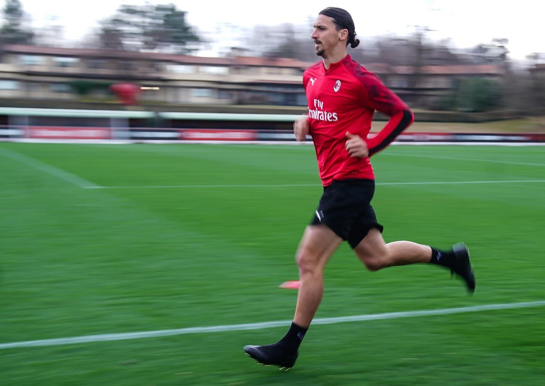 Sufre lesión Zlatan Ibrahimovic; temen que sea grave. Foto: Twitter Zlatan Ibrahimovic