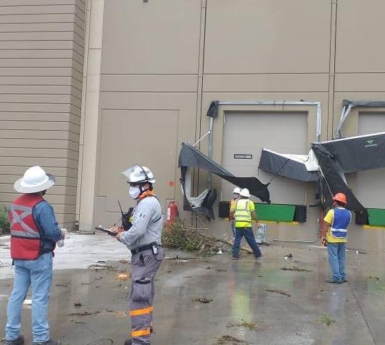 Trabajan en limpia después de tornado. Foto: Protección Civil de Nuevo León