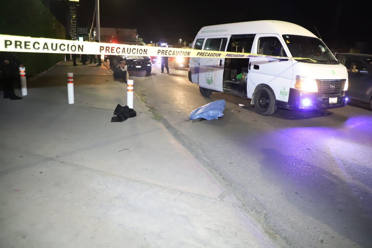 Balean policías estatales a familia que viajaba a bordo de camioneta del transporte publico en Ecatepec. Foto: Especiales