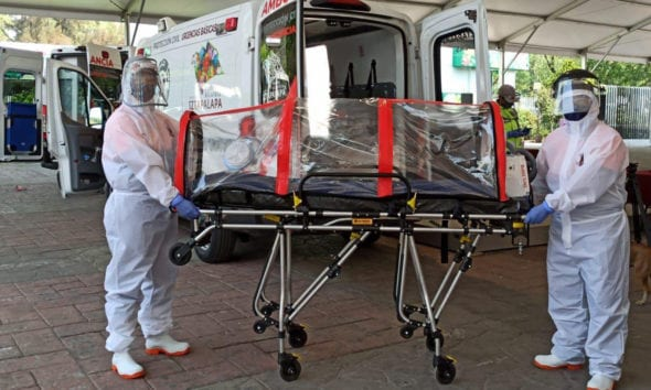 Equipan en Iztapalapa ambulancias con cápsulas aislantes para traslado de enfermos por Covid