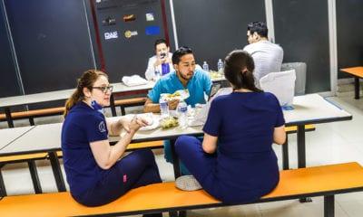 "Cerveceras regalan comida a ""héroes"" del Coronavirus"