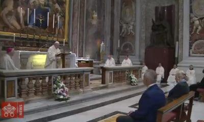 Italia permite celebrar misas y la basílica de San Pedro abre sus puertas a fieles