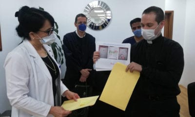 Visitan sacerdotes a pacientes con Covid-19
