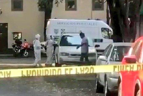 Dejan camioneta con dos personas asesinadas; en video, captan el momento que abandonaron el vehículo. Foto: Twitter