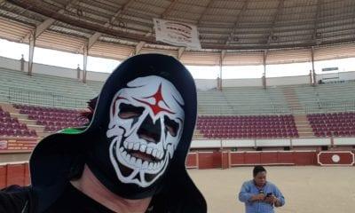 En redes sociales, muestran el rostro del luchador La Parka. Foto: Twitter La Parka
