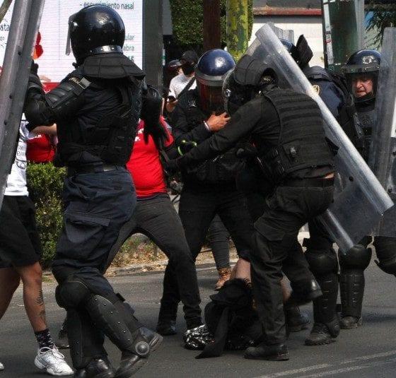 La madre de Melanie, joven agredida por policías en la Ciudad de México, aseguró que no sabía que su hija estaba manifestándose por calles de la capital. Foto: Cuartoscuro