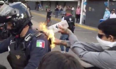 Muestran las imágenes del policía que fue quemado. Foto: Twitter