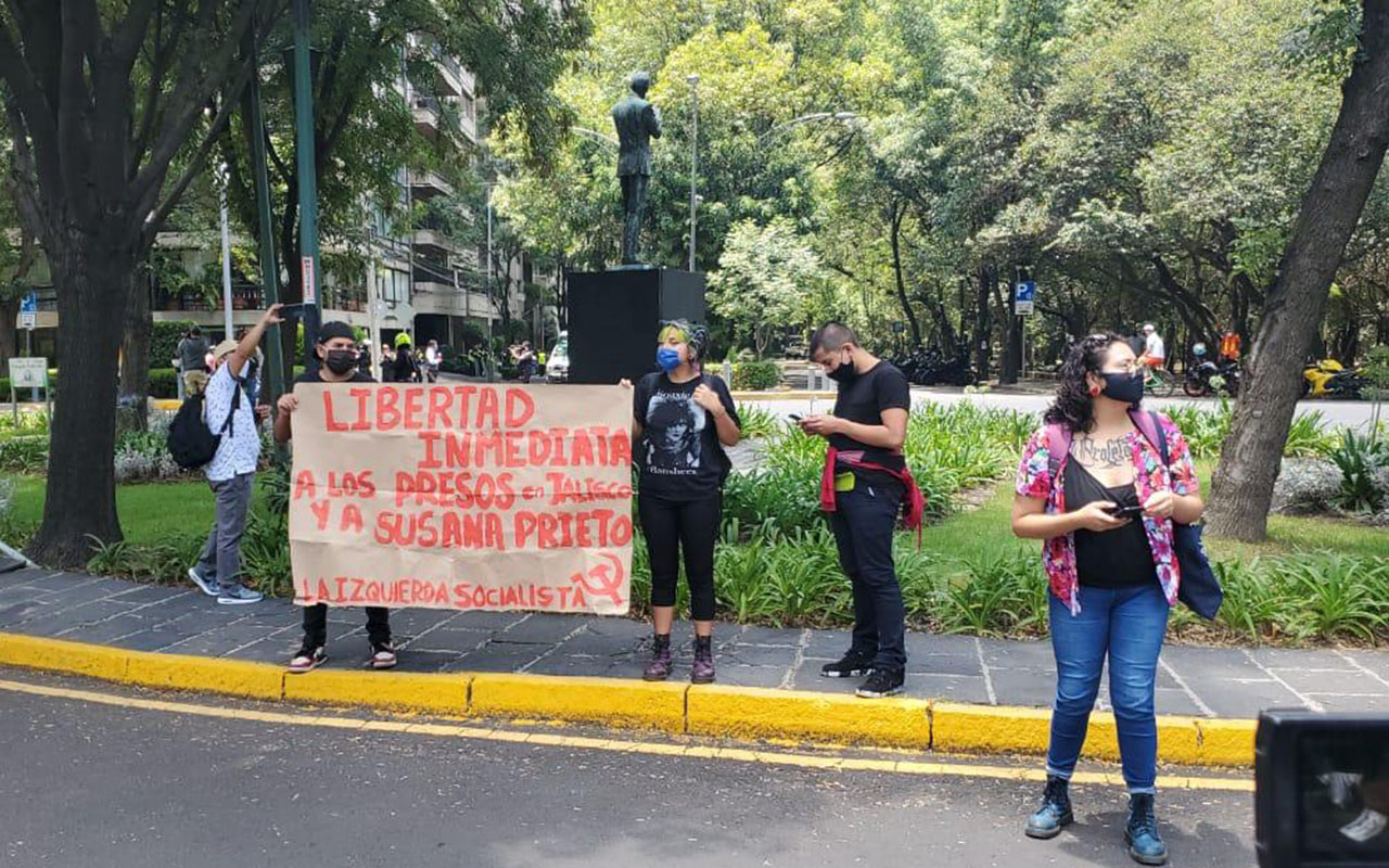 Lanzan consignas afuera de Casa Jalisco en la CDMX
