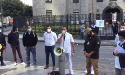 Médicos denuncian que director del IMSS se realizó 6 pruebas de Covid