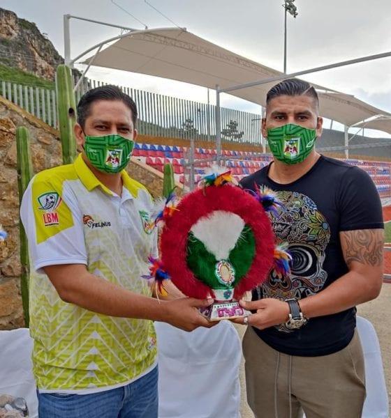 Acepta Carlos Salcido tenerle miedo al Tuca. Foto: Twitter Carlos Salcido