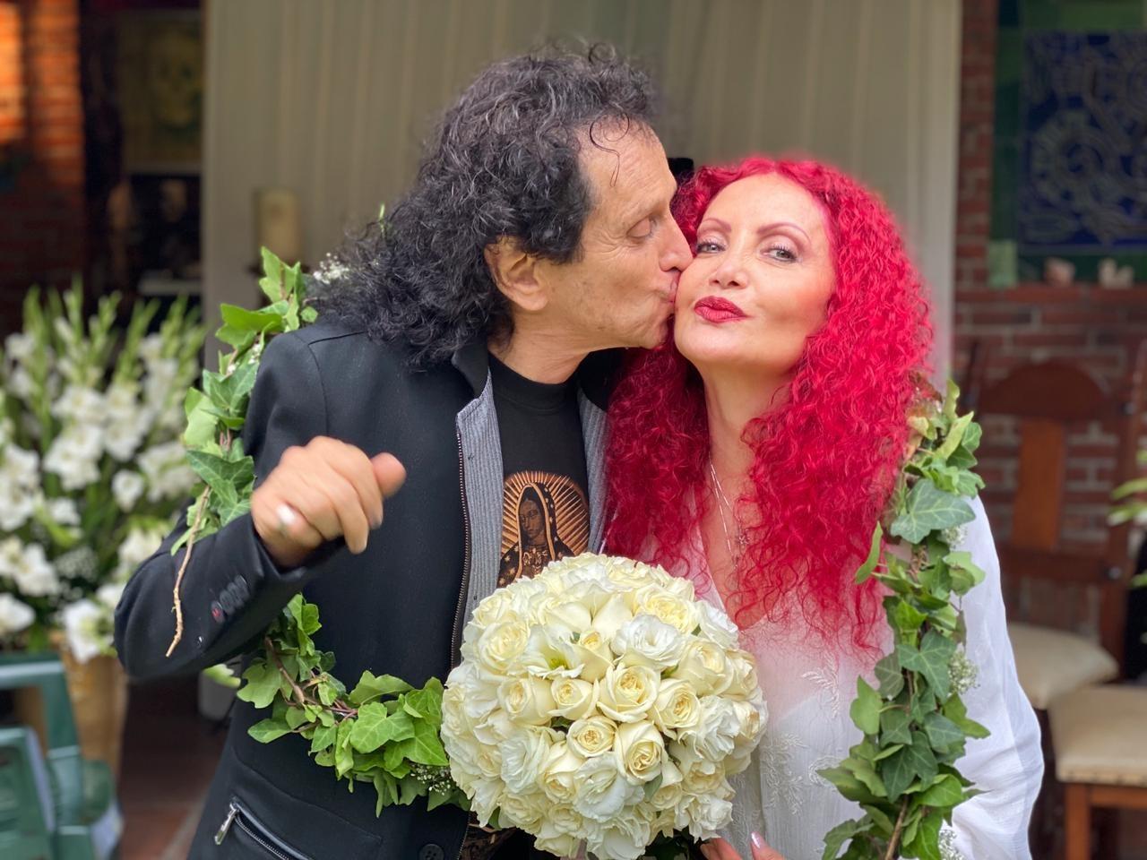 Alex y Chela Lora renuevan su amor